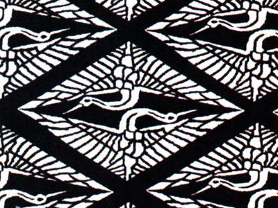有職文様の一種「向鶴」。鶴は東アジア文化圏で、長寿の象徴として有名で、日本でも古くから長寿を願う吉祥として盛んに用いられた。