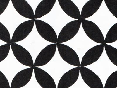 有職文様の一種「七宝」。古代エジプト文明でも使用が確認されている。七宝とは仏教用語で、この幾何学文様が何故日本では七宝なのかは定かではない。